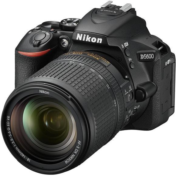 Nikon D5600 + 18-140mm f/3,5-5,6G ED VR  - 1